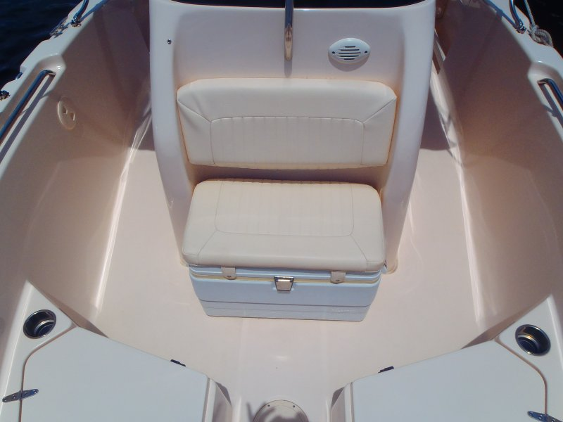 043-built-in-cooler-seating