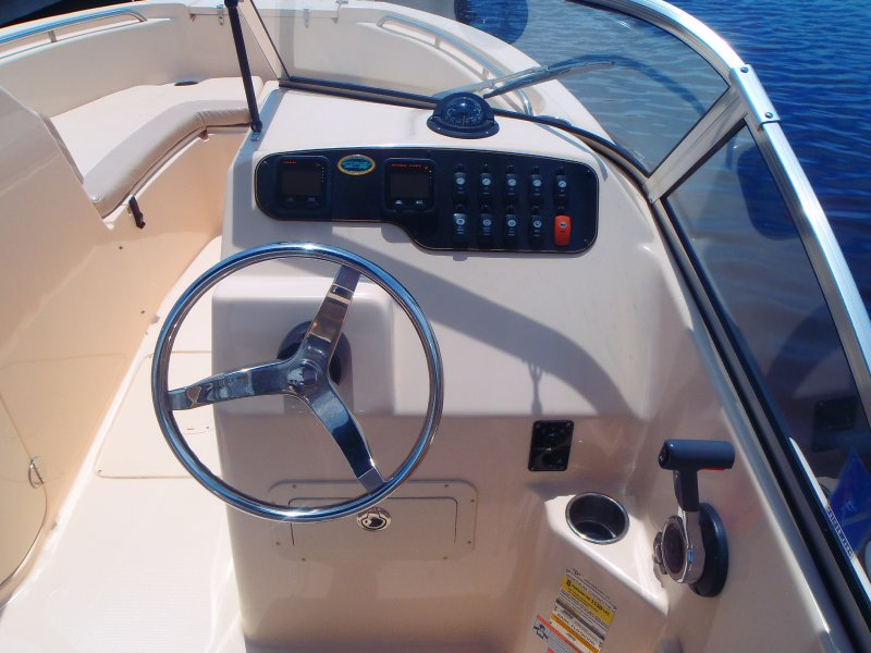 036-captains-helm-with-easy-to-read-digital-gauges